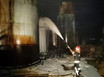 کامیون واژگون شده در دلیجان آتش گرفت / فیلم