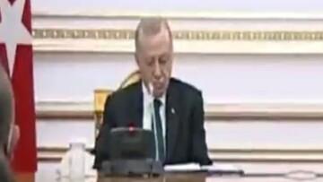 لحظه چرت زدن رییس جمهور ترکیه در نشست خبری با رئیس جمهور آنگولا / فیلم