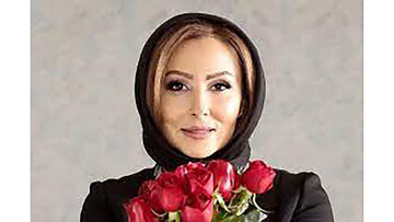 نخستین حاشیه پرستو صالحی پس از مهاجرت ! | بازیگر زن مشهور در کنار کامران و هومن / عکس
