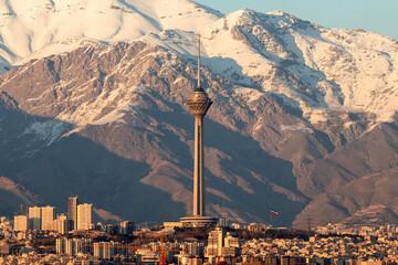 هشدار درباره خطرات فرونشست زمین در تهران / تهران سالانه ۱۸ تا ۲۵ سانتی نشست میکند!
