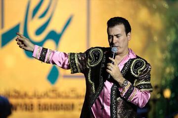 اجرای رحیم شهریاری در میدان آزادی تهران به زبان آذری /فیلم