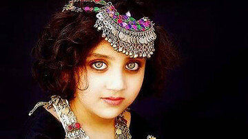 این دختربچه صاحب زیباترین چشمهای دنیا است / عکس