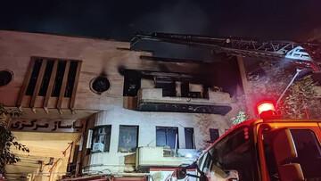 یک ساختمان تجاری در خیابان جمهوری تهران آتش گرفت / فیلم