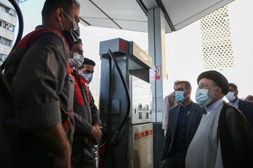 حضور سرزده رئیسی در پمپ بنزین / تصاویر