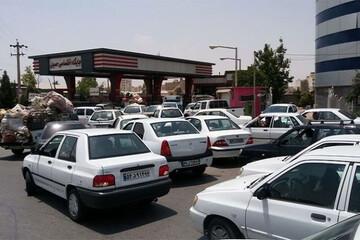 عرضه بنزین در تمامی جایگاههای کشور فراهم شد / چند جایگاه بنزین سهمیهای عرضه میکنند؟