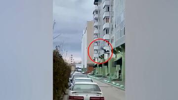 ویدیو هولناک از سقوط وحشتناک دختر جوان از طبقه دهم ساختمان!