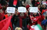 فشار فیفا زنان را به ورزشگاه بر میگرداند یا فوتبال را تعلیق میکند؟