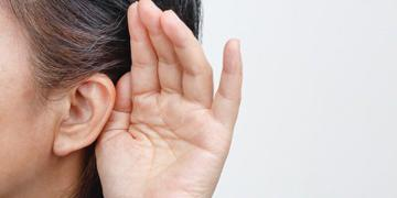 5 نشانه كم شنوایی