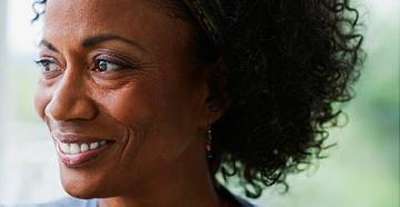 مشکلات پوستی ناشی از افزایش سن و نحوه درمان آن ها