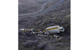 سقوط کامیون شیرین به دره!+عکس