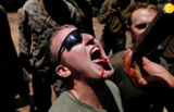 تصاویر خوردن مار و عقرب و رتیل توسط سربازان آمریکایی