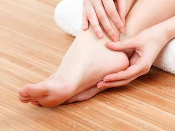 دلایل احتمالی درد پاها در شب